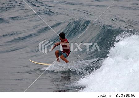 サーファー サーフィン 練習 39089966