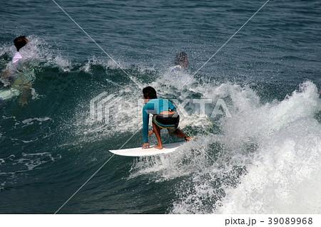 サーファー サーフィン 練習 39089968