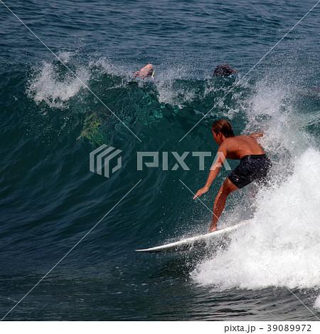 サーファー サーフィン 練習 39089972