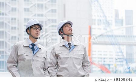 工事現場 ビジネスマン 39109845