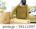 女性 引越し 箱の写真 39111097