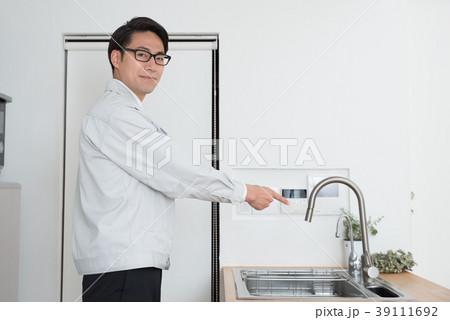 ビジネスイメージ(作業服) 39111692