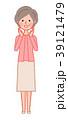 呼びかけるシニア女性 39121479