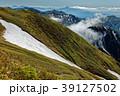 平標山稜線から見る雲湧く谷川連峰稜線 39127502