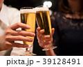 乾杯 カップル ビール 39128491