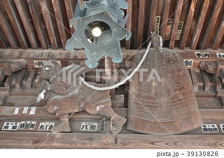 木彫「弁慶の引きずり鐘」(石浦神社・拝殿/石川県金沢市本多町) 39130826
