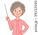 女性 シニア 指示棒のイラスト 39132040