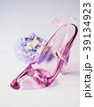 ガラスの靴とコサージュ 39134923
