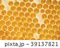 Golden honeycomb background texture 39137821