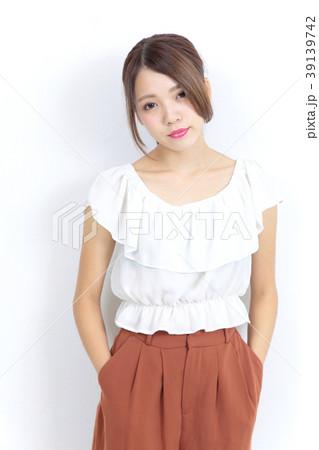 若い女性 ファッション ポートレート 39139742
