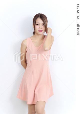 若い女性 ファッション ポートレート 39139743