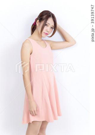 若い女性 ファッション ポートレート 39139747