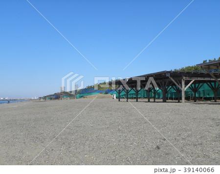 稲毛海岸の砂浜とルーバーとネットフエンス 39140066
