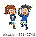 青いユニフォームを着て喜ぶ男女のイラスト素材 39142748