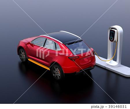 急速充電ステーションに充電している電動SUVのイメージ 39146031