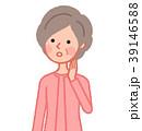 話を聞くシニア女性 斜め 39146588