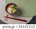お雑煮 miso soup with rice cakes and vegetables 39147213