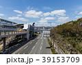 神戸の人工島、ポートアイランドの道路。ポートライナー中公園駅付近。 39153709