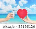 注射器を持つ医師と患者 39196120
