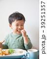 食べる 子供 食事の写真 39251357