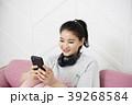 スマートフォン スマホ 女性の写真 39268584