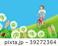 サイクリングする女性 春の野原 39272364