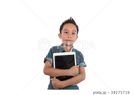 the boy with tablet pc computer 39275719