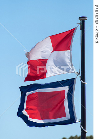 船舶の国際信号旗 UW「安全な航海を祈る」「御安航を祈る」 39283833