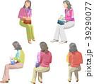 シニア 座る 白バックのイラスト 39290077