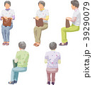 シニア 座る 白バックのイラスト 39290079