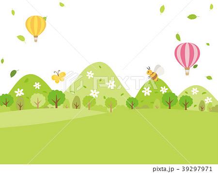 新緑の季節の山々の風景 39297971