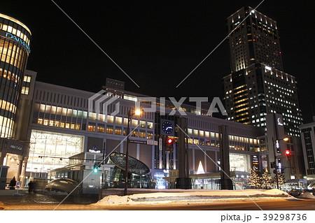 夜の札幌駅(南口) 39298736