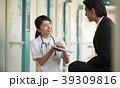 病院 説明をする看護師 39309816