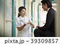 病院 説明をする看護師 39309857