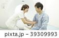 CTスキャンを受ける男性 39309993