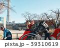 人力車に乗る外国人観光客 39310619