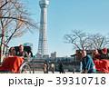 人力車に乗る外国人観光客 39310718