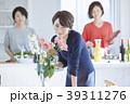 料理をする女性 39311276