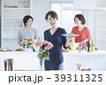 女性 キッチン 台所の写真 39311325