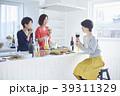 女性 キッチン 台所の写真 39311329
