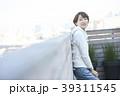女性 ライフスタイル バルコニーの写真 39311545
