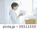 洗濯をする女性 39311550