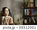 ティータイム 紅茶 座るの写真 39312001