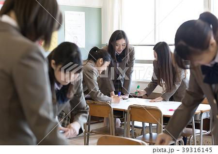 学生 グループワーク 39316145