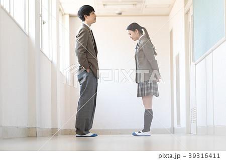 学生 放課後の廊下 39316411