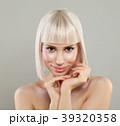 女性 金髪 若いの写真 39320358