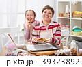 お菓子づくり クッキー 女性の写真 39323892