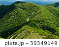 平標山から見る平標山の家と新緑の大源太山 39349149