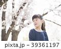 桜と女の子 39361197