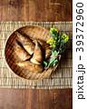 ざるに盛った筍と菜の花 すだれ背景 39372960